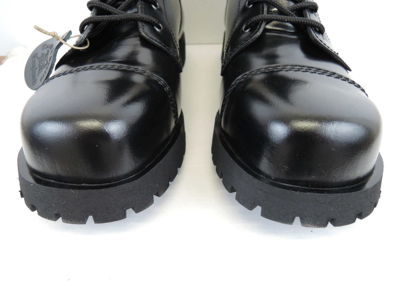 Boots and Braces 10 buchi nero Scontato € 96,00
